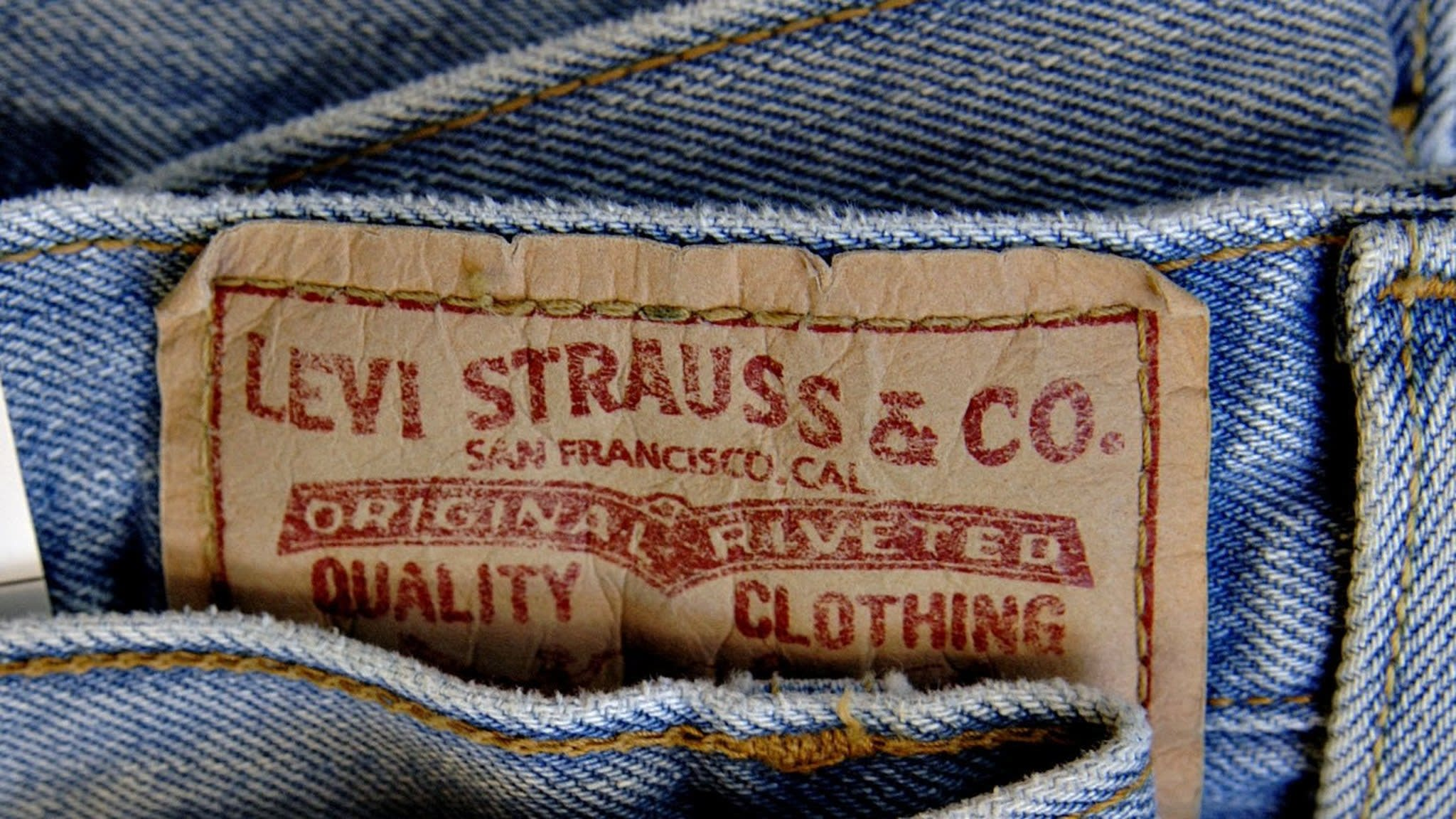 Levi Strauss to replace workers with lasers