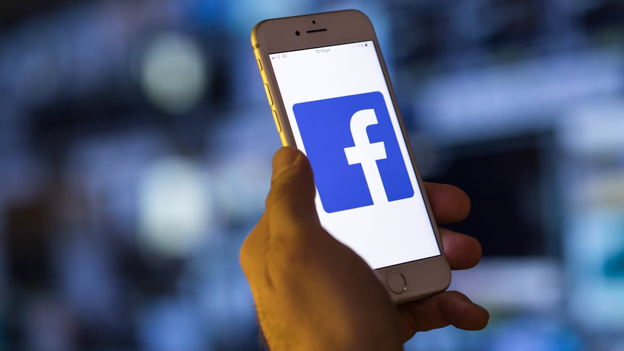 Facebook pulls security app from Apple store over privacy