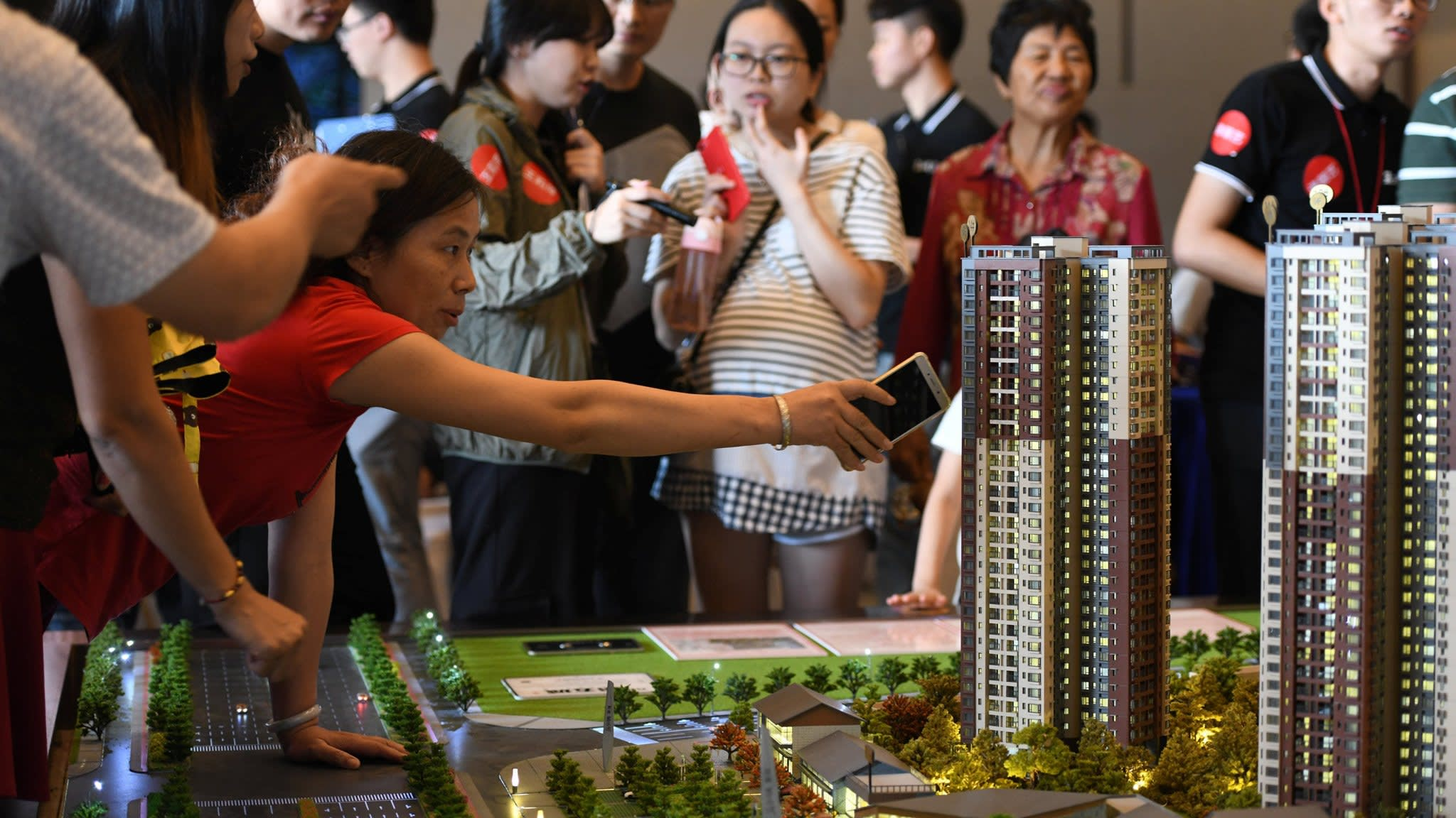 China homeowners stage protests over falling prices