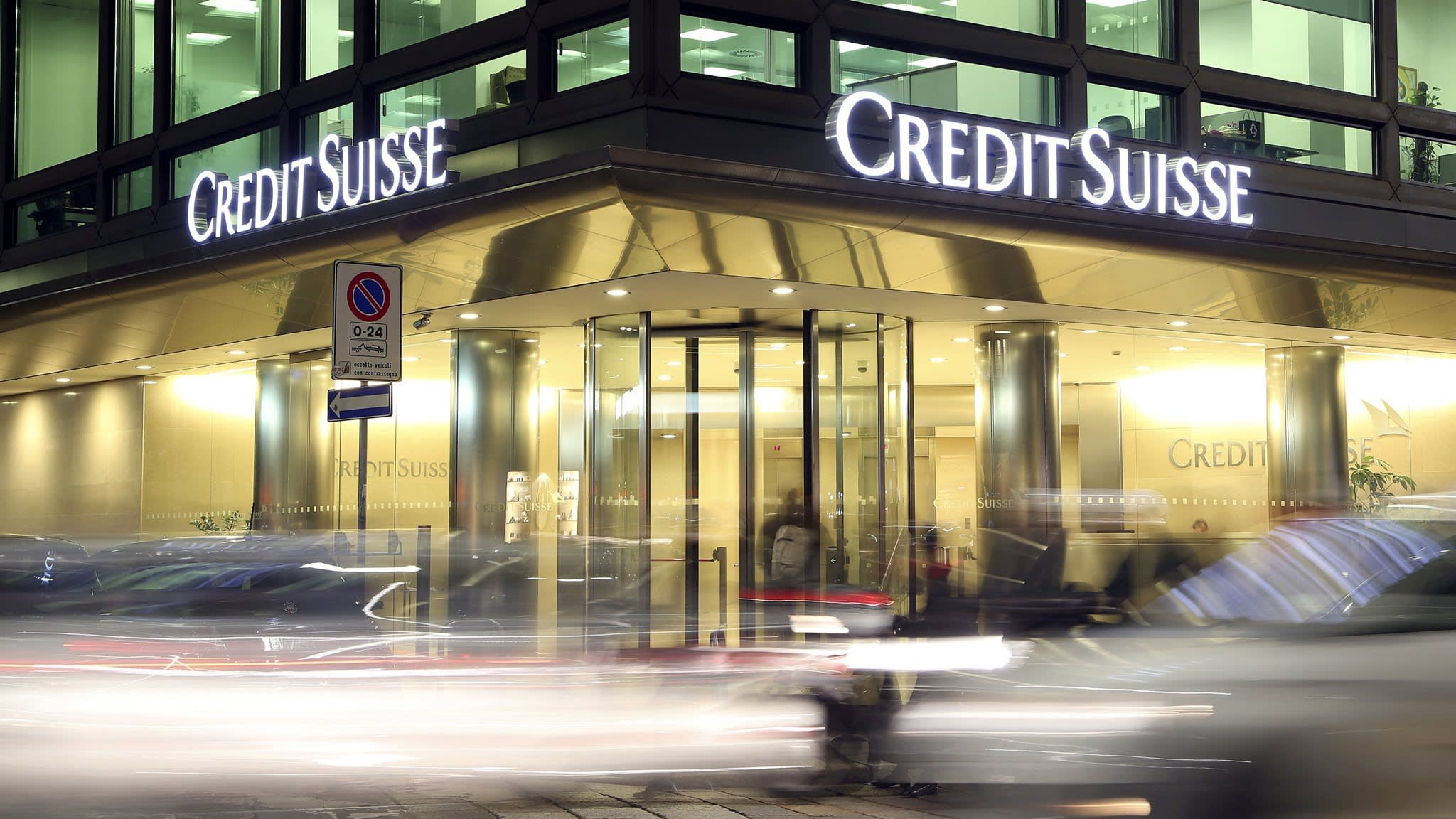 Credit Suisse acts to shore up confidence in loan market