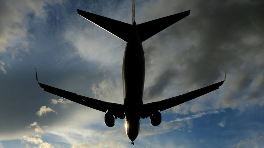 Airlines reach for WiFi in the sky | Financial Times