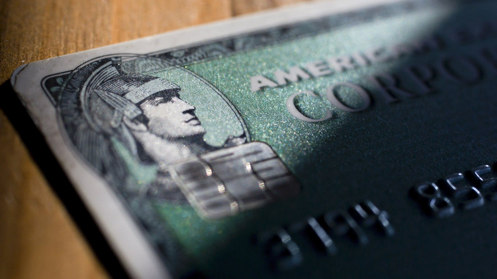 Amex to woo retailers with biggest fee cut in 20 years