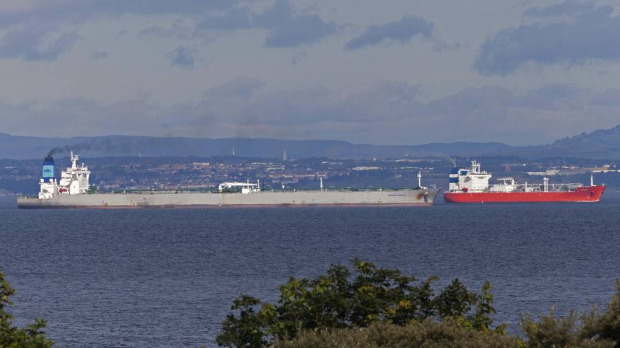 Supertankers turn UK into centre of global oil glut