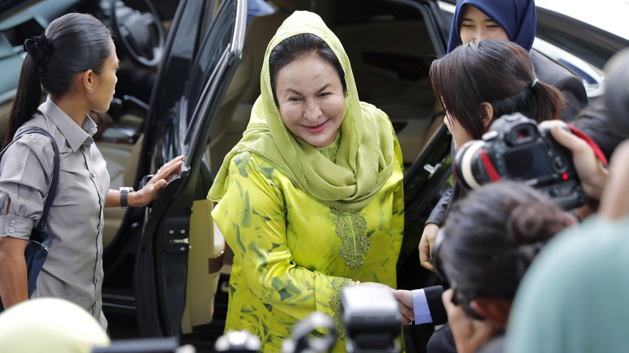 Wife of ex-Malaysian PM arrested by anti-graft body