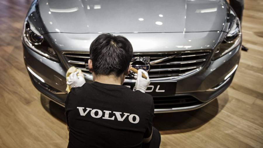 Volvo warns on 'irresponsible' self-driving roll-out