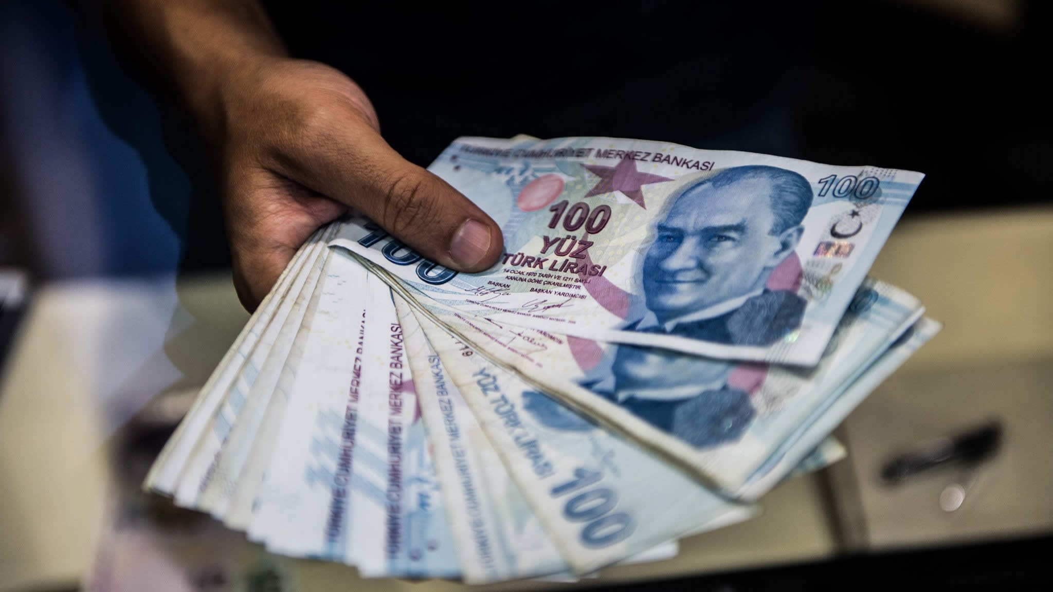 Investors track lira turmoil as mood stays cautious