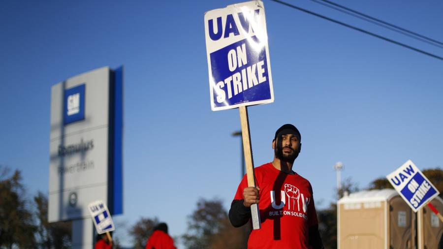 GM reaches tentative deal with union to end strike