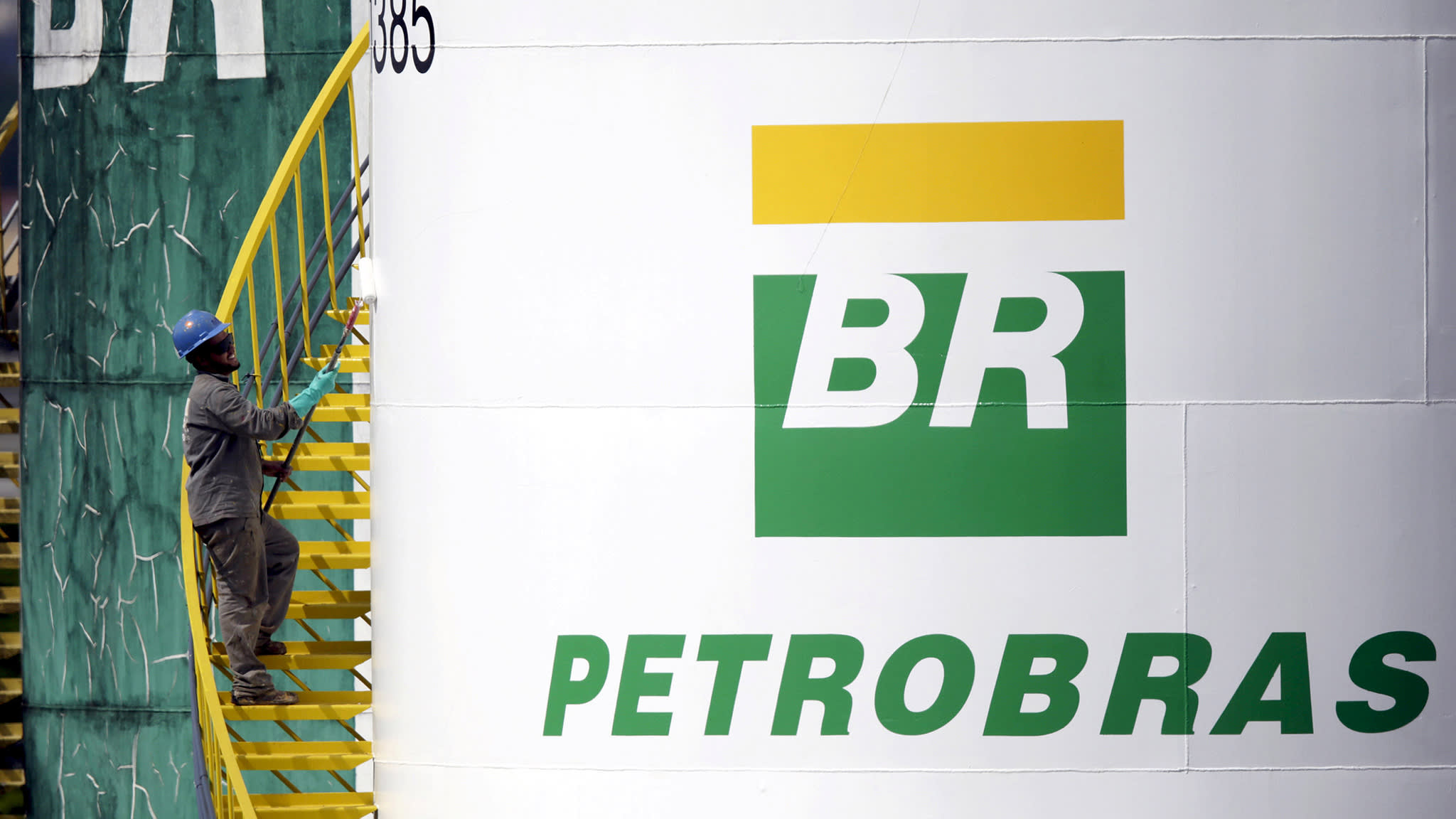 Petrobras to pay $853m to resolve bribery charges
