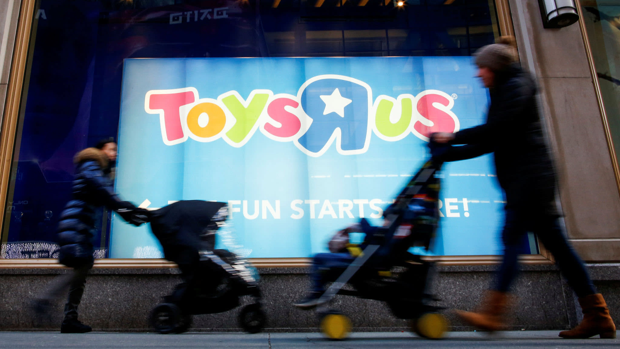 Retailers battle to win former Toys R Us customers