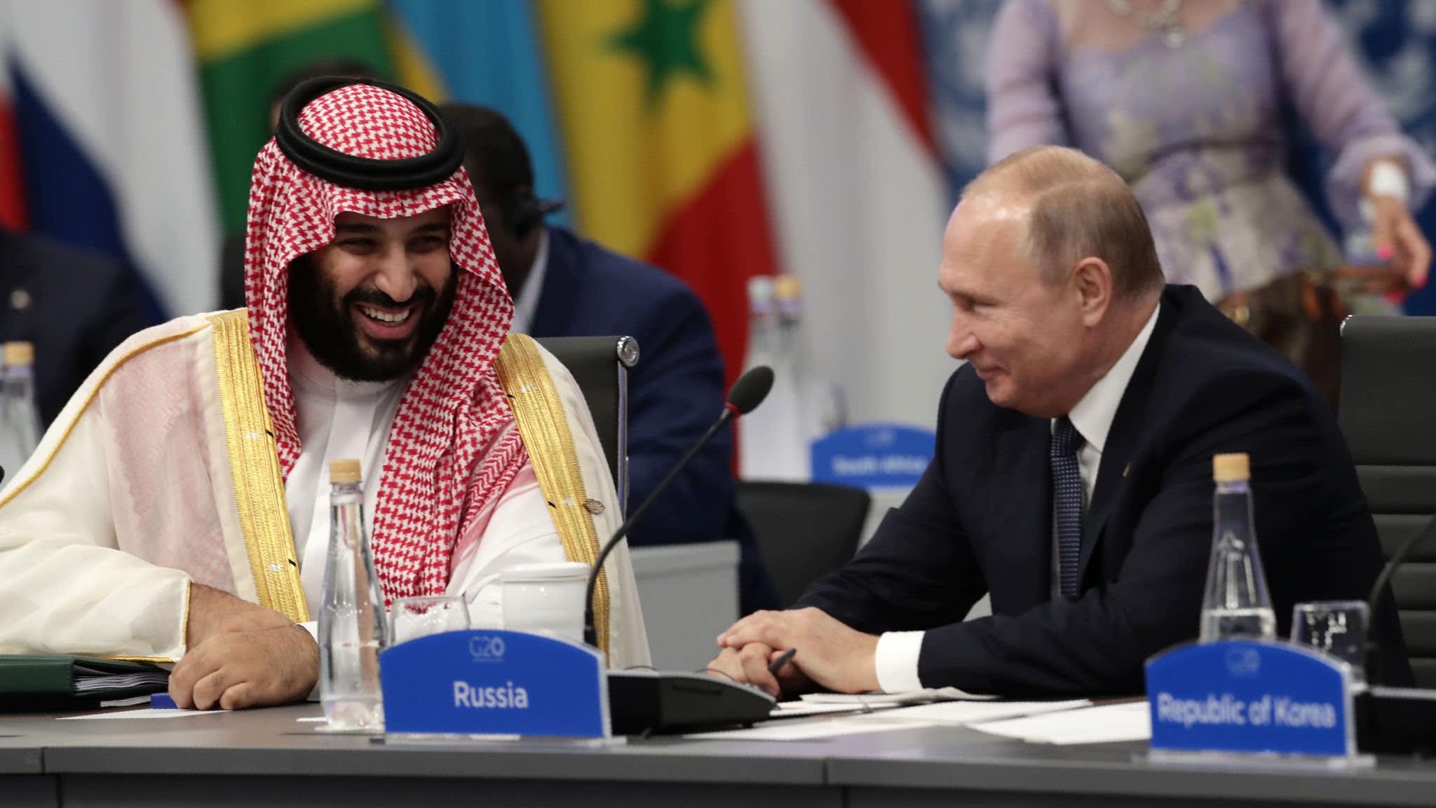 Saudi crown prince comes out of the cold at G20