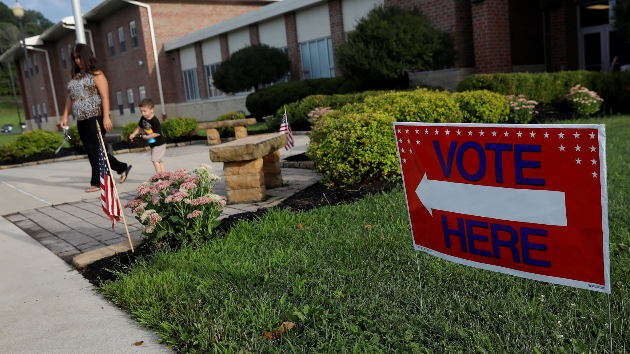 Tough race in Ohio spells trouble for Republicans at midterms