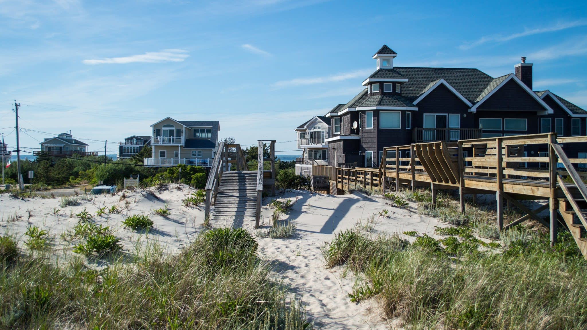 Hamptons home sales slow as wealthy grow cautious