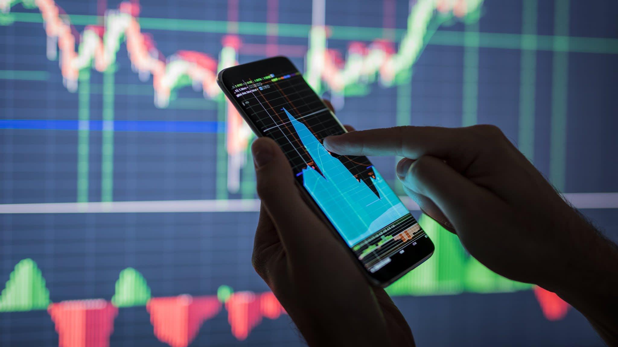 Performance rebound teases macro hedge fund investors