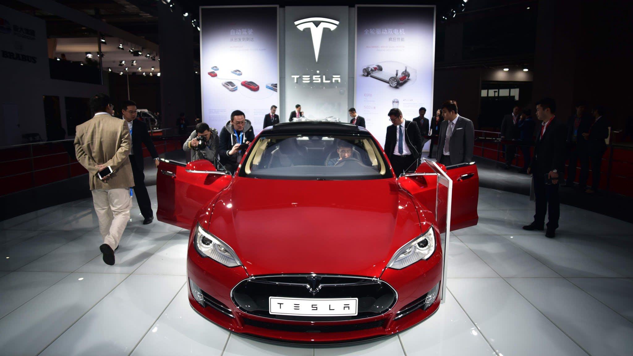 Tesla recalls 123,000 Model S sedans