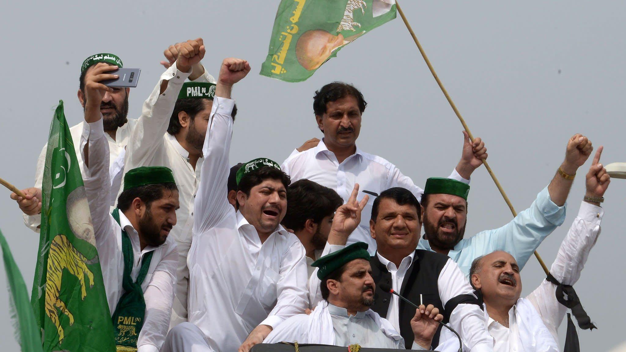 Nawaz Sharif en route to Pakistan to face jail for corruption