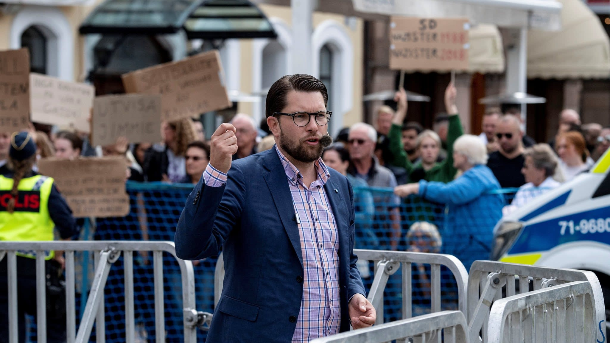 Swedish establishment braced as poll race too close to call