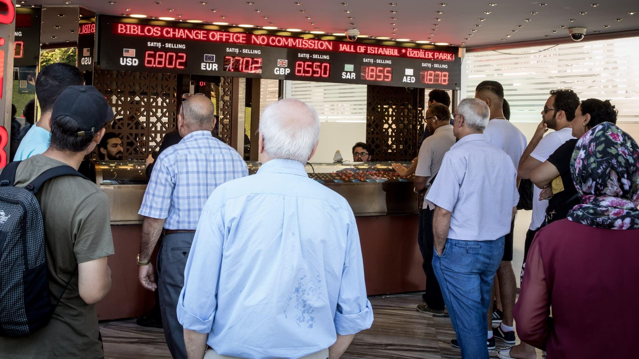 Turkish lira rebounds 6% after streak of steep falls