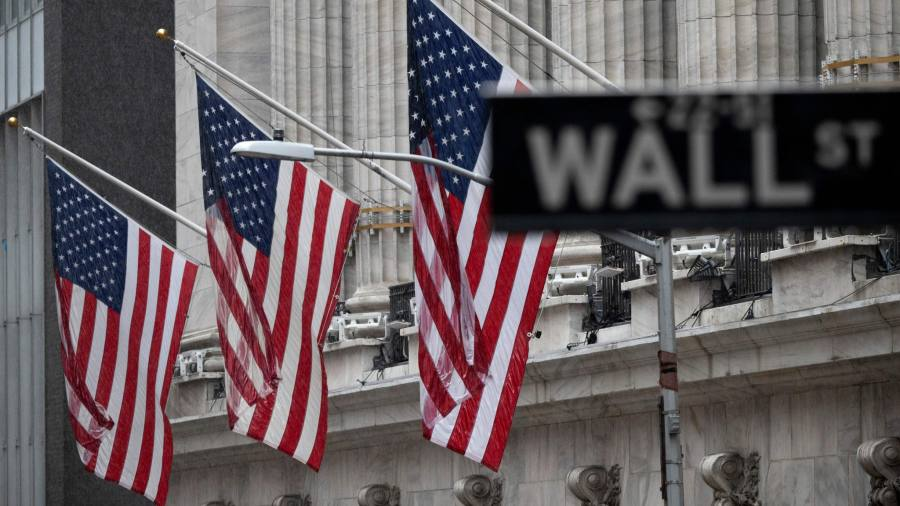 Commercial concerns push the S&P 500 below historic highs