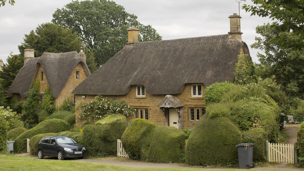 Bugattis v Barbours in the great to-do at Great Tew