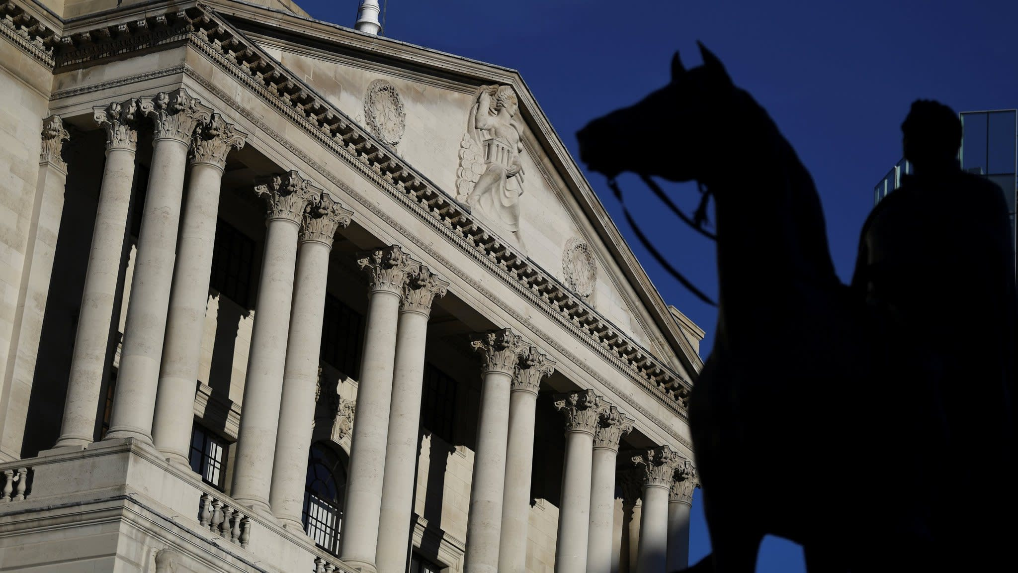 Bank of England looks at earlier and faster rate rises