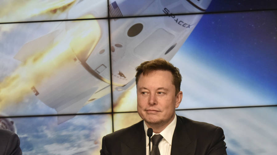 "SpaceX's ""supersonic disruption test"" sets up the manned mission"
