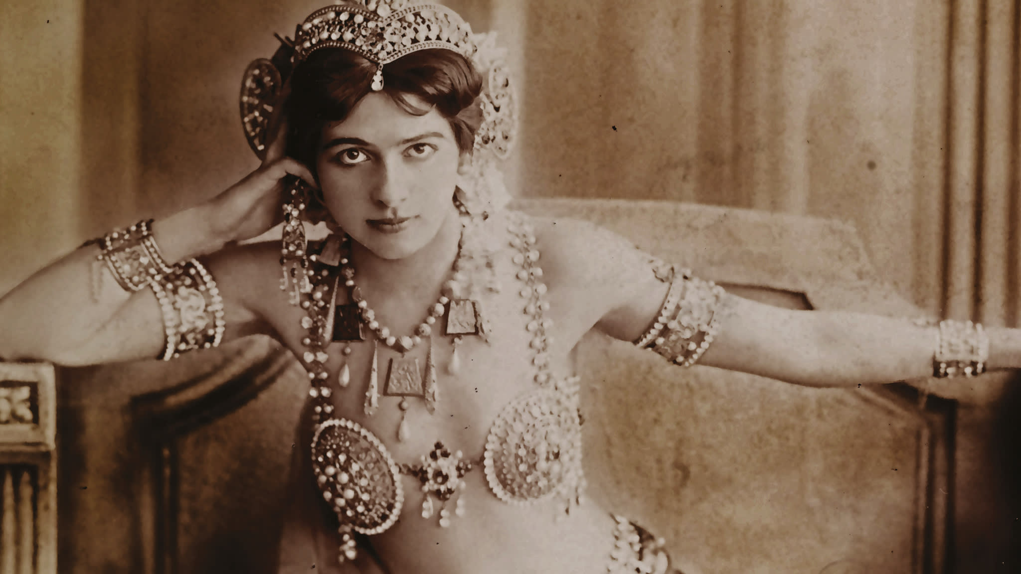 mata hari: femme fatale, spy or victim of a moralistic time?