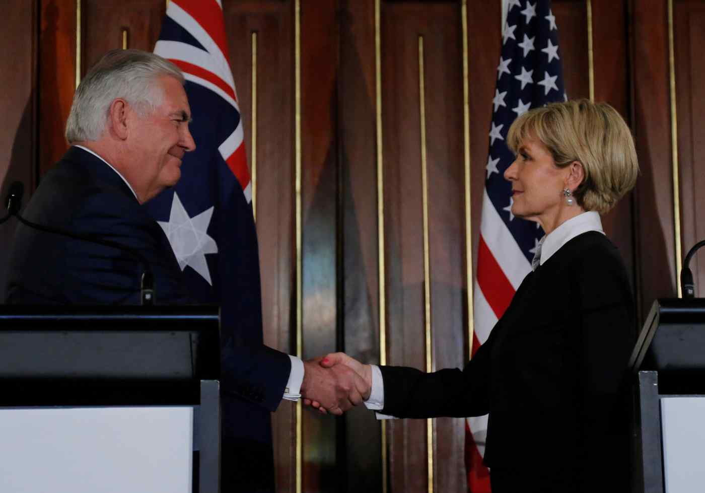 U.S. Secretary of State Rex Tillerson and Australian Foreign Minister Julie Bishop shake hands at the end of a June 5 press conference in Sydney (© Reuters)