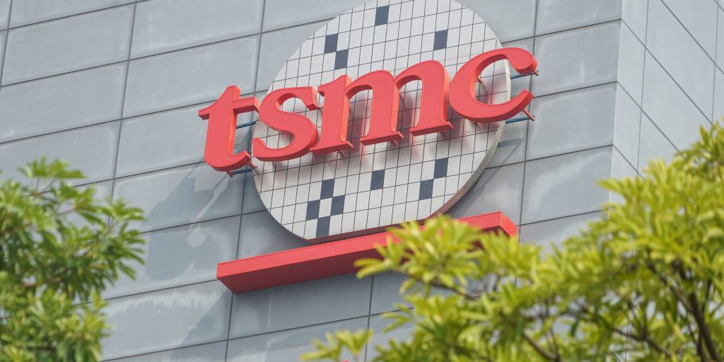 TAIPEI -- Taiwan Semiconductor Manufacturing Co. is considering building its first chipmaking plant in Japan as Tokyo urges companies to expand semico