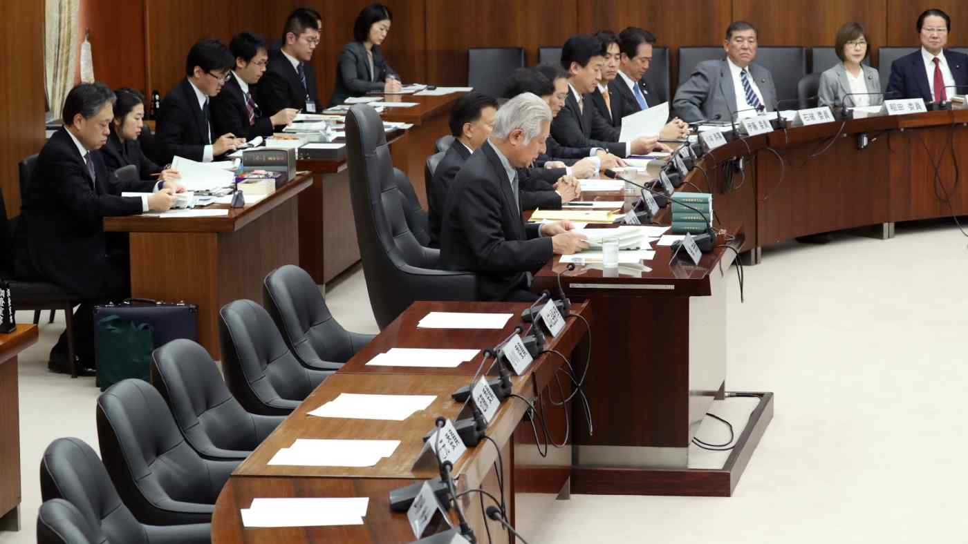 Opposition lawmakers sat out a meeting of Japan's lower-house constitutional commission last week. (Photo by Uichiro Kasai)