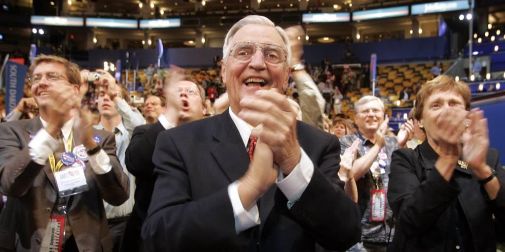 Walter Mondale, former US vice president and Japan ambassador, dies at 93