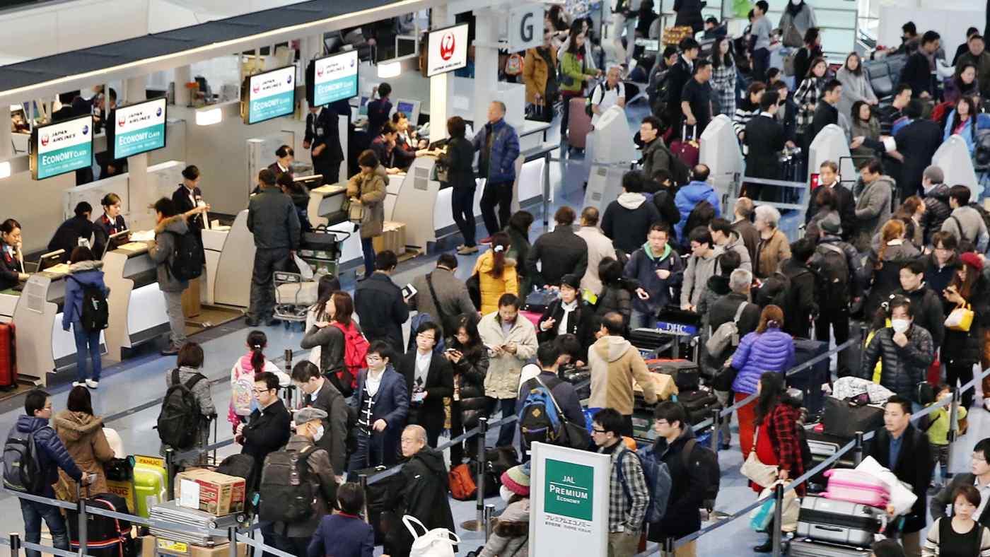 Travelers about to leave Japan at Tokyo's Haneda Airport. (Photo by Kento Awashima)