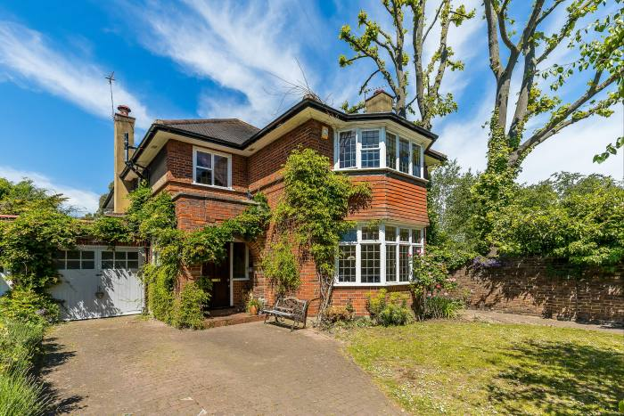 Une maison de cinq chambres à Twickenham, au sud-ouest de Londres, 1 725 millions de livres sterling grâce à Knight Frank