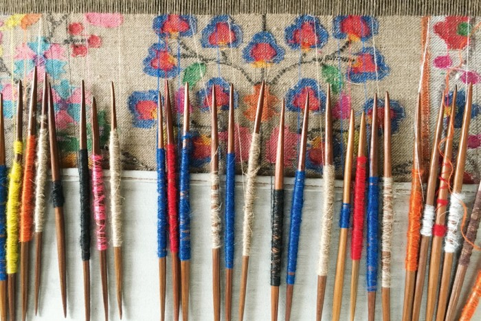 Theshawls are decorated using kani – bobbins with coloured thread