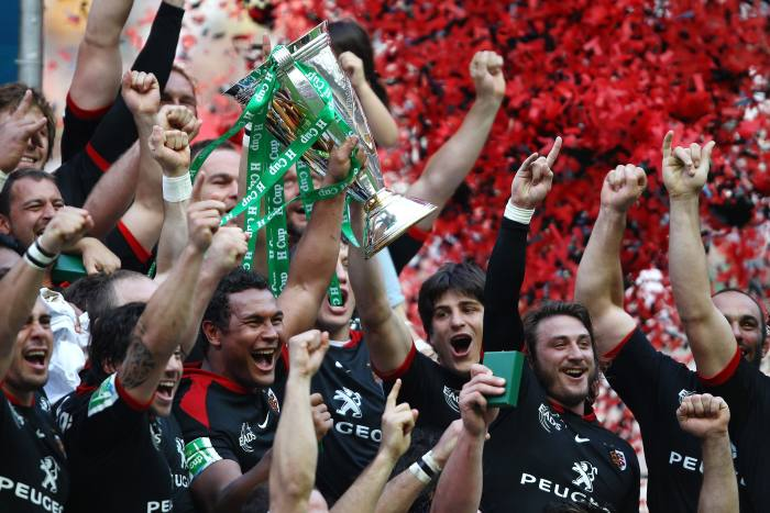 Thierry Dusautoir and his Toulouse team with the Heineken Cup in 2010