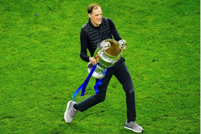 Chelsea manager Thomas Tuchel celebrates with Champions League trophy