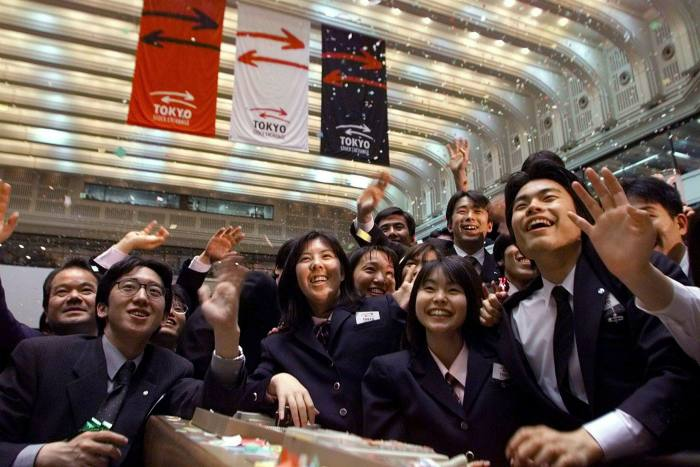 Tokyo Stock Exchange at end of floor trading 1998