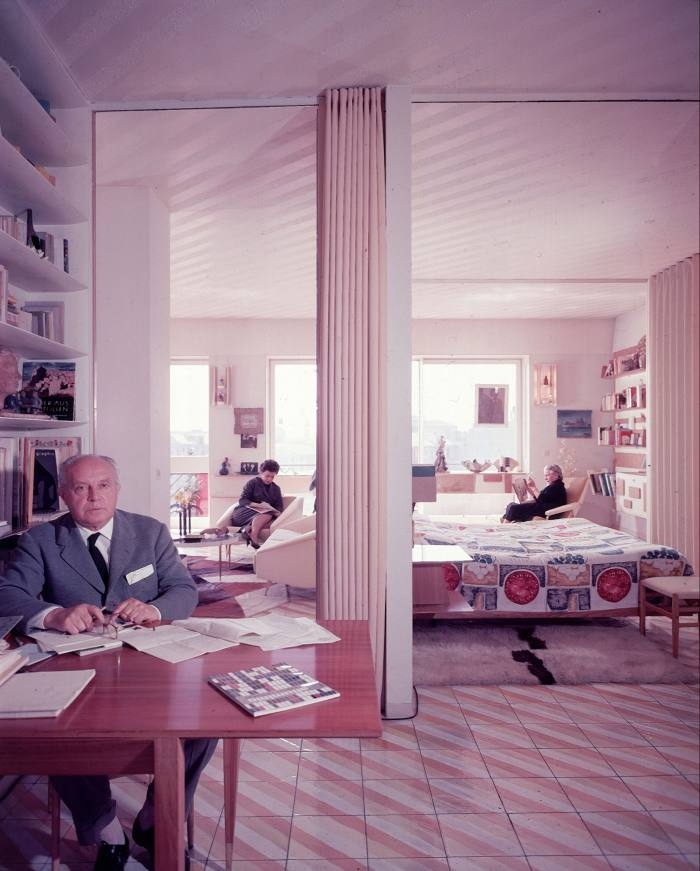 Gio Ponti in his Via Dezza apartment with his wife and daughter