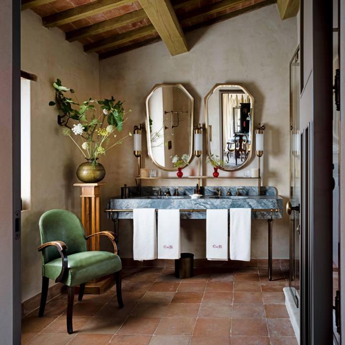 The bathroom inasuite