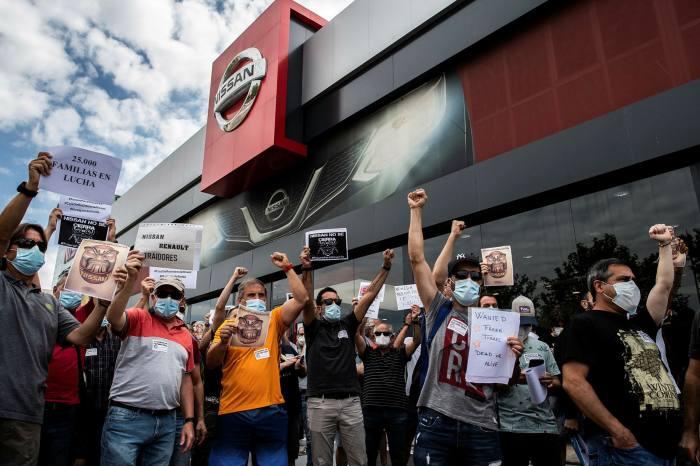 西班牙工厂工人抗议关闭日产巴塞罗那工厂