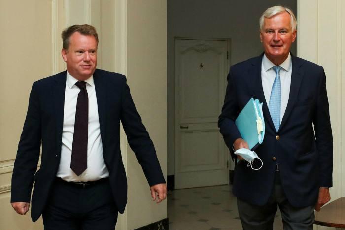 UK chief Brexit negotiator David Frost, left, with Michel Barnier, his EU counterpart, will resume informal talks this week