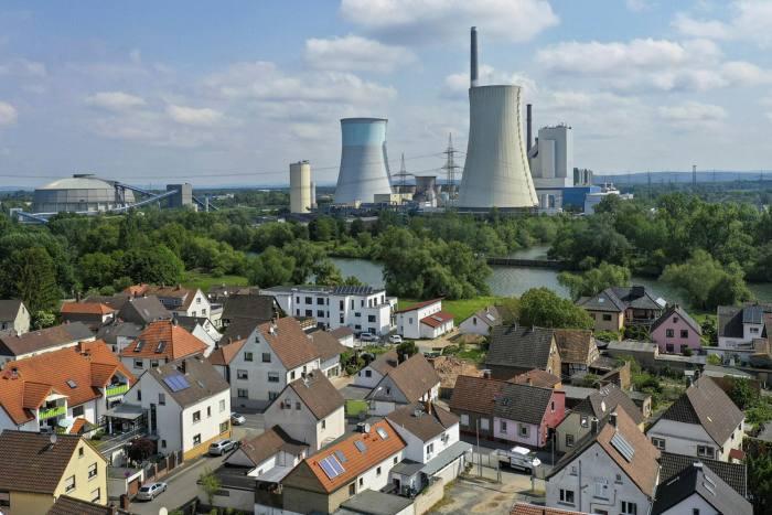 Uniper's coal-fired power station in Grosskrotzenburg, Germany