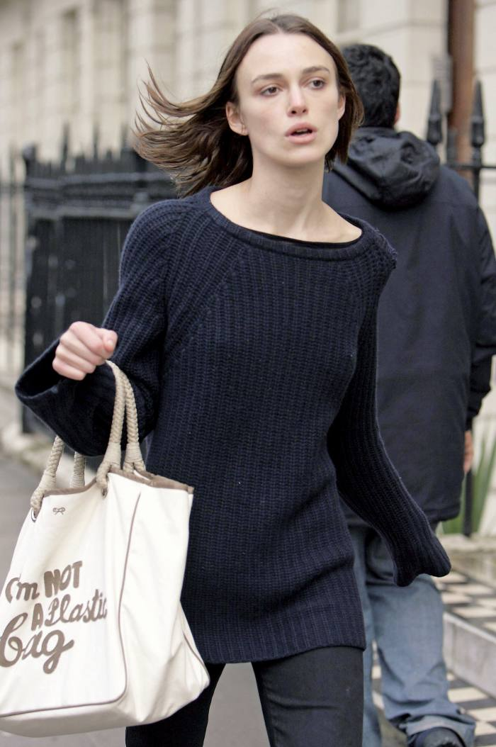Keira Knightley with the original Anya Hindmarch I Am NotaPlastic Bag in 2007