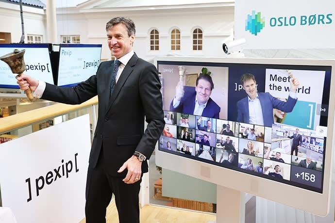 Børsdirektør Øivind Amundsen ringte i bjellen da Pexip Holding torsdag ble notert på Oslo Børs, under en digital bjelleseremoni