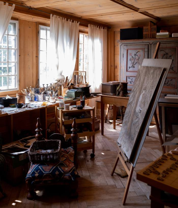 The painting atelier of Setsuko, who is also a ceramicist
