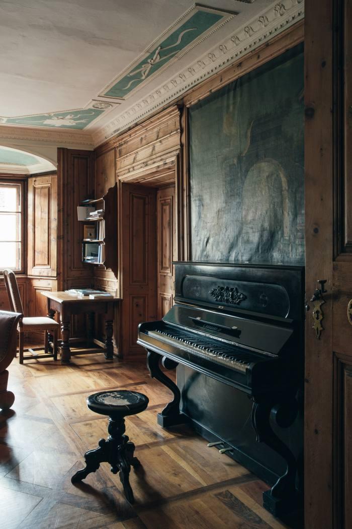 Thecommunal seating areaandmusic room