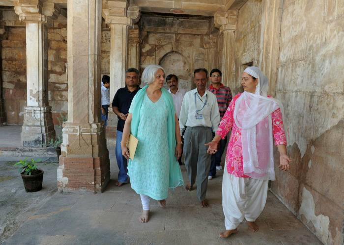 Ahluwalia is given a tour through the ancient Sarkhej Roza in Ahmedabad in 2011
