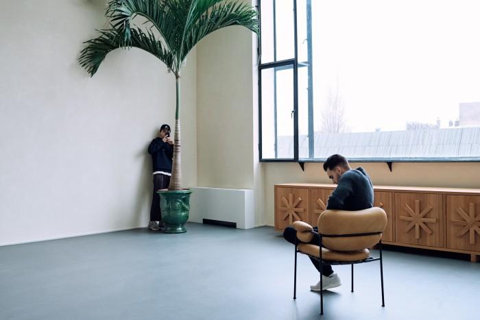 Avant-Garde-oprichters Christian Lloyd (links) en Curtis Penning op hun Amsterdamse werkplek