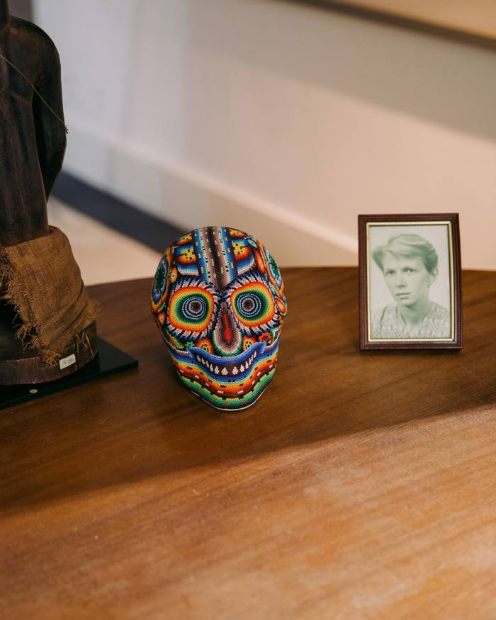 His tabletop ornaments