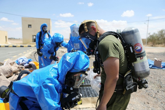 US and Jordanian soldiers take part in a chemical attack simulation in 2018