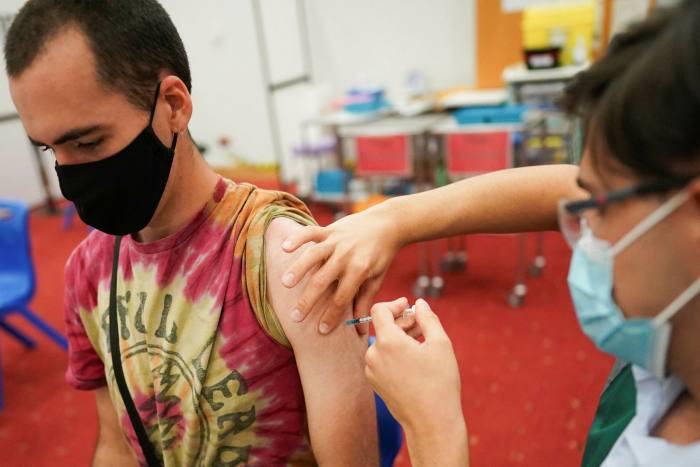 Ciaran Balletta, 23 anni, vaccinata al Newcastle Life Center
